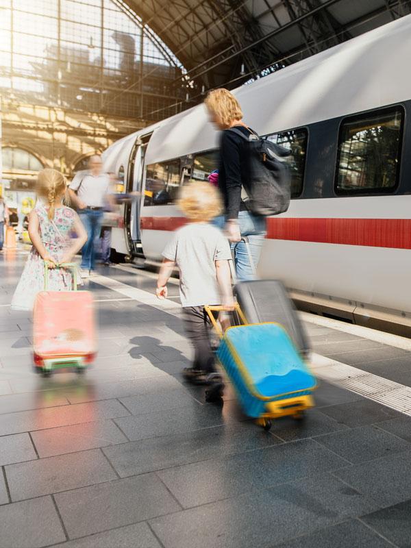 TOUR DU MONDE À TRAVERS LES TRAINS